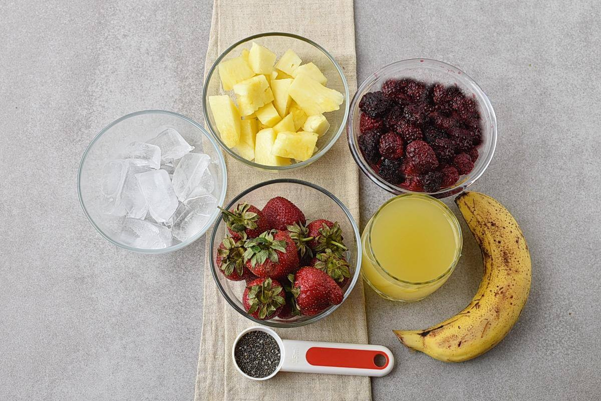 Ingridiens for Strawberry, Blackberry & Pineapple Smoothie