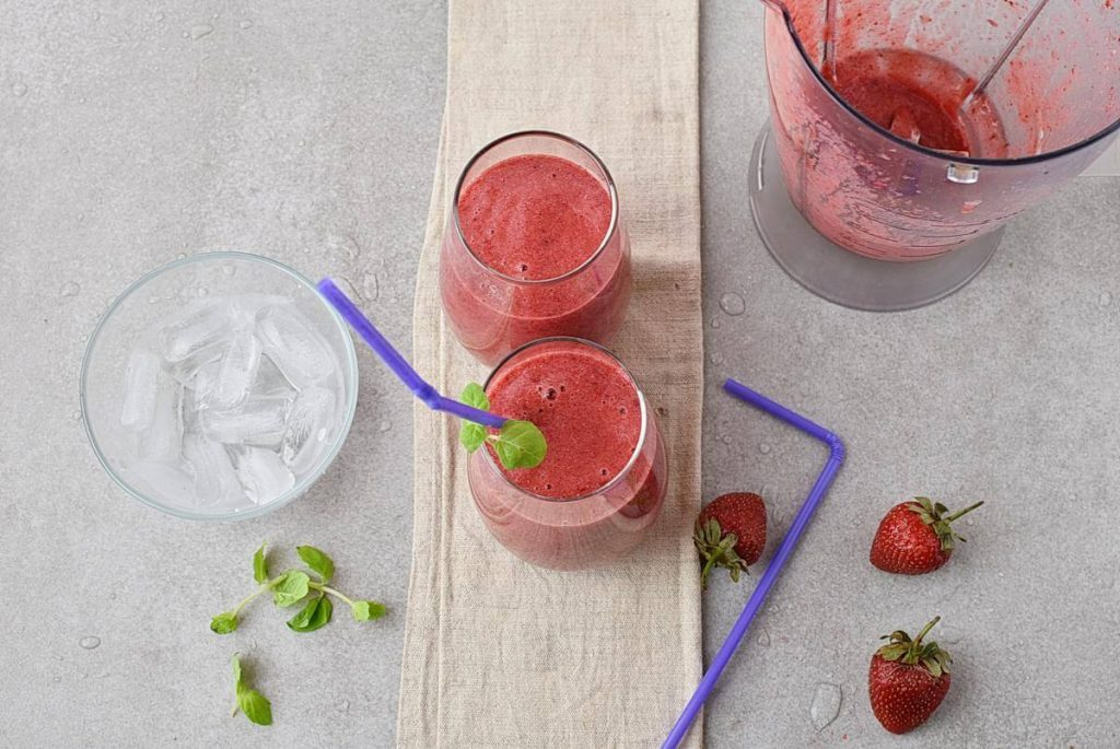 How to serve Strawberry, Blackberry & Pineapple Smoothie