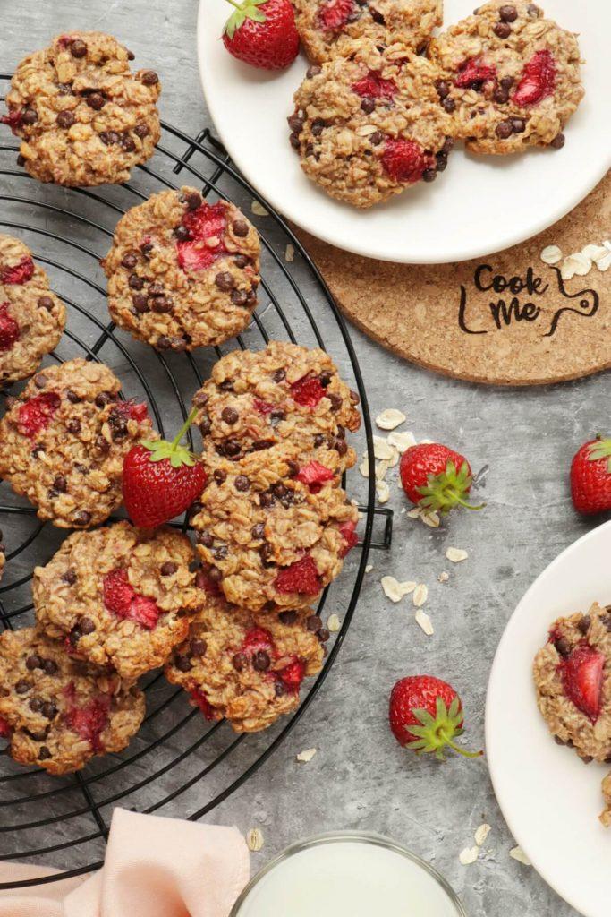 Vegan Strawberry Oatmeal Cookies