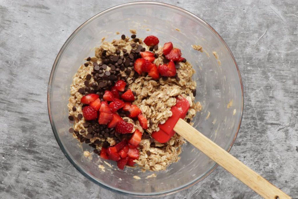 Vegan Strawberry Oatmeal Cookies recipe - step 3