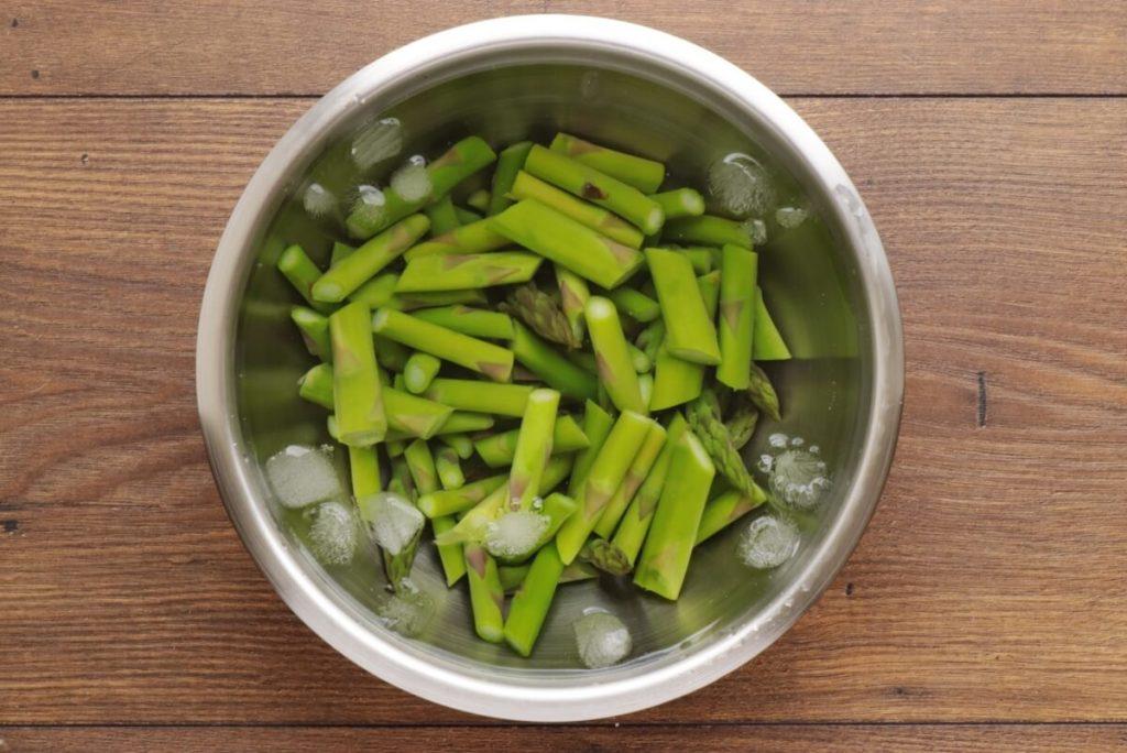 Strawberry Spinach & Asparagus Salad recipe - step 2