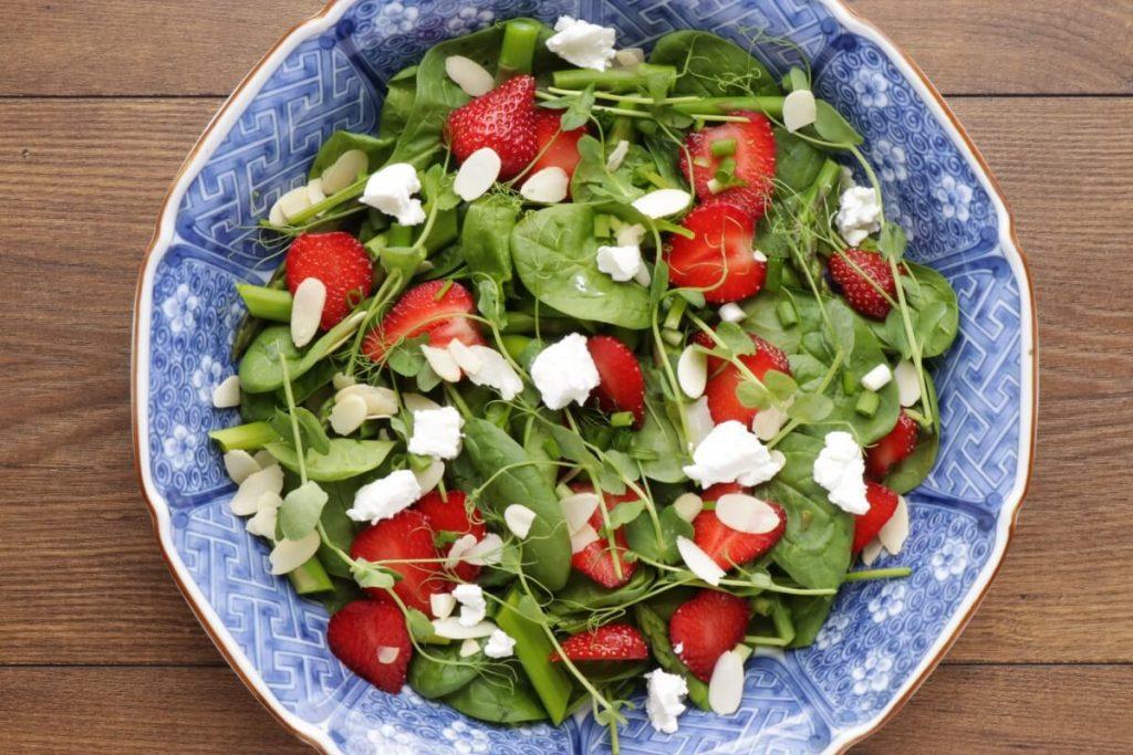 Strawberry Spinach & Asparagus Salad recipe - step 3