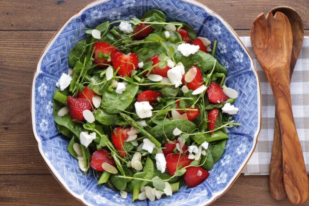 Strawberry Spinach & Asparagus Salad recipe - step 5