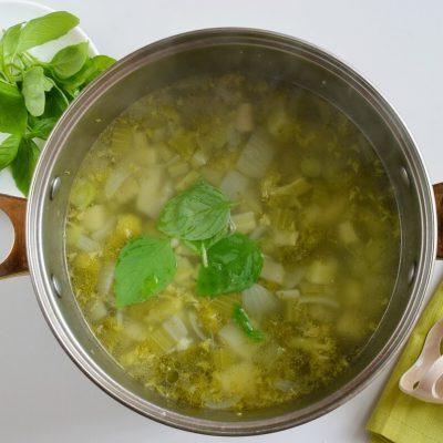 Vegan Broccoli Basil Potato Soup recipe - step 5