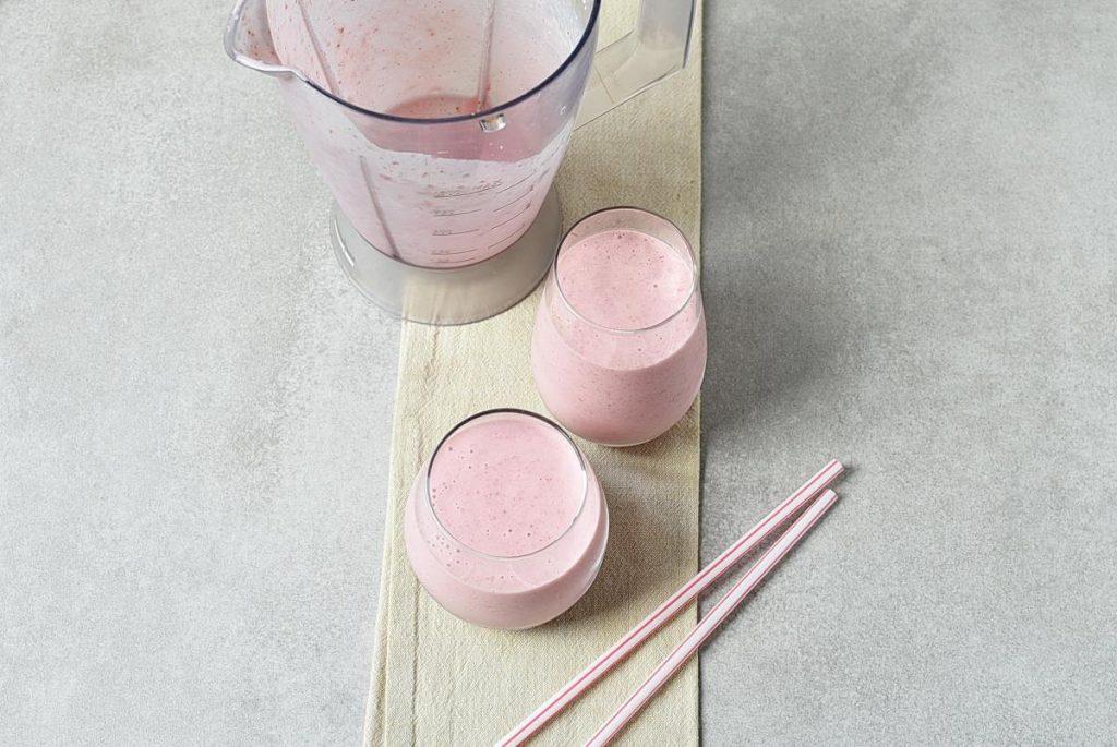 How to serve White Chocolate Strawberry Smoothie