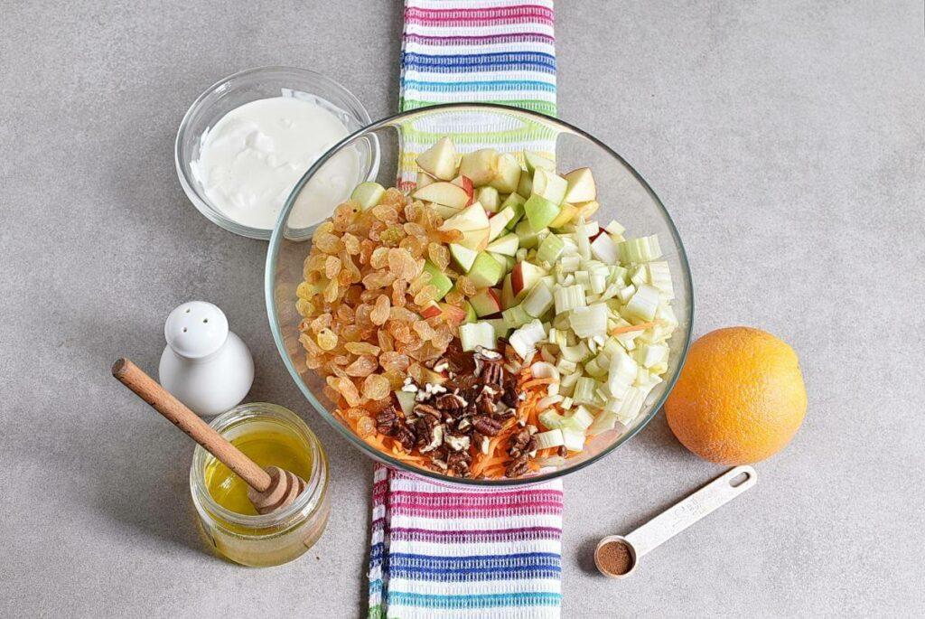 Carrot Apple Salad with Yogurt Dressing recipe - step 1