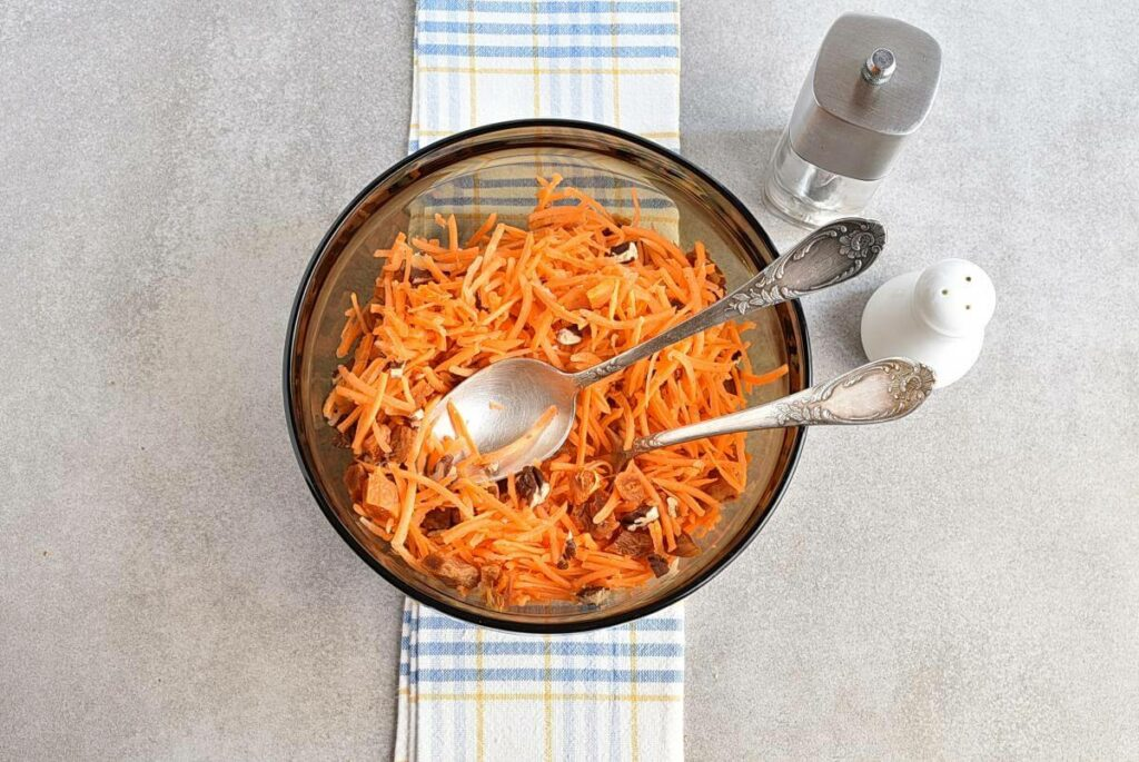 Carrot Salad with Apricots and Pecans recipe - step 3