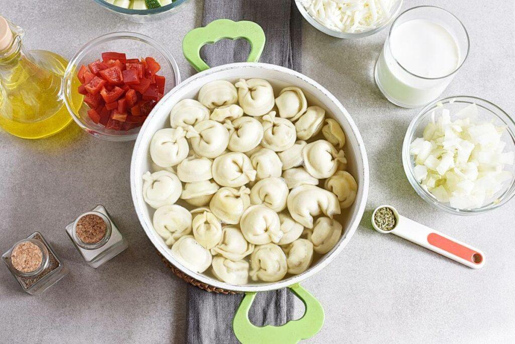 Cheese Tortellini Bake with Zucchini recipe - step 2