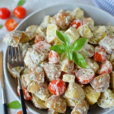 Creamy Pesto Caprese Potato Salad Recipe-How To Make Creamy Pesto Caprese Potato Salad-Delicious Creamy Pesto Caprese Potato Salad