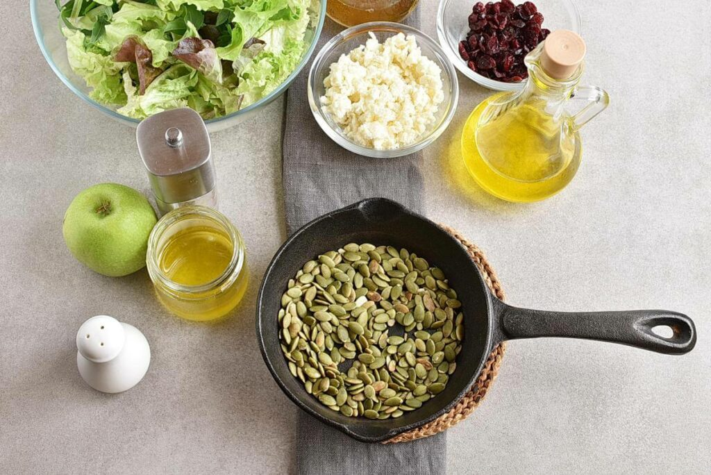 Green Salad with Apples, Cranberries and Pepitas recipe - step 1