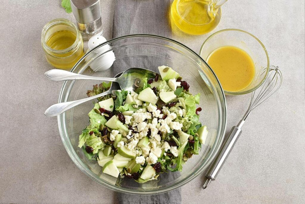 Green Salad with Apples, Cranberries and Pepitas recipe - step 4