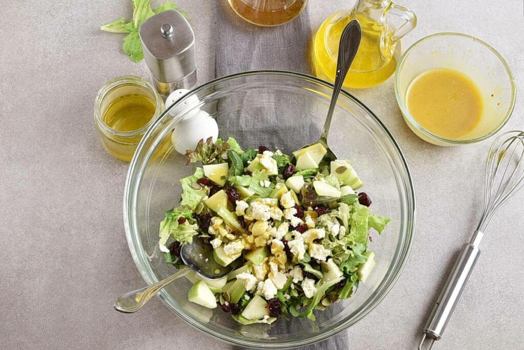 Green Salad with Apples, Cranberries and Pepitas recipe - step 5