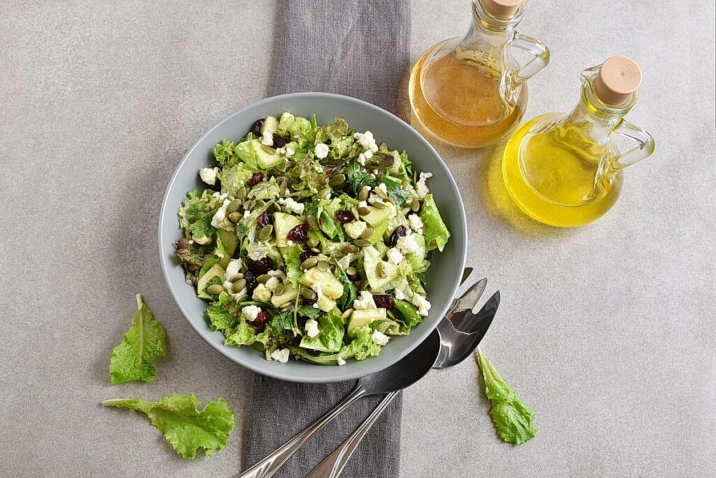 How to serve Green Salad with Apples, Cranberries and Pepitas