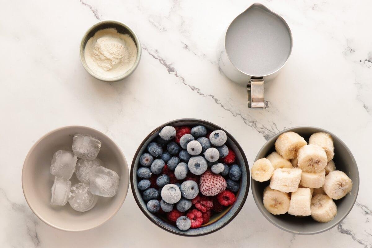 Ingridiens for Antioxidant Berry Banana Smoothie