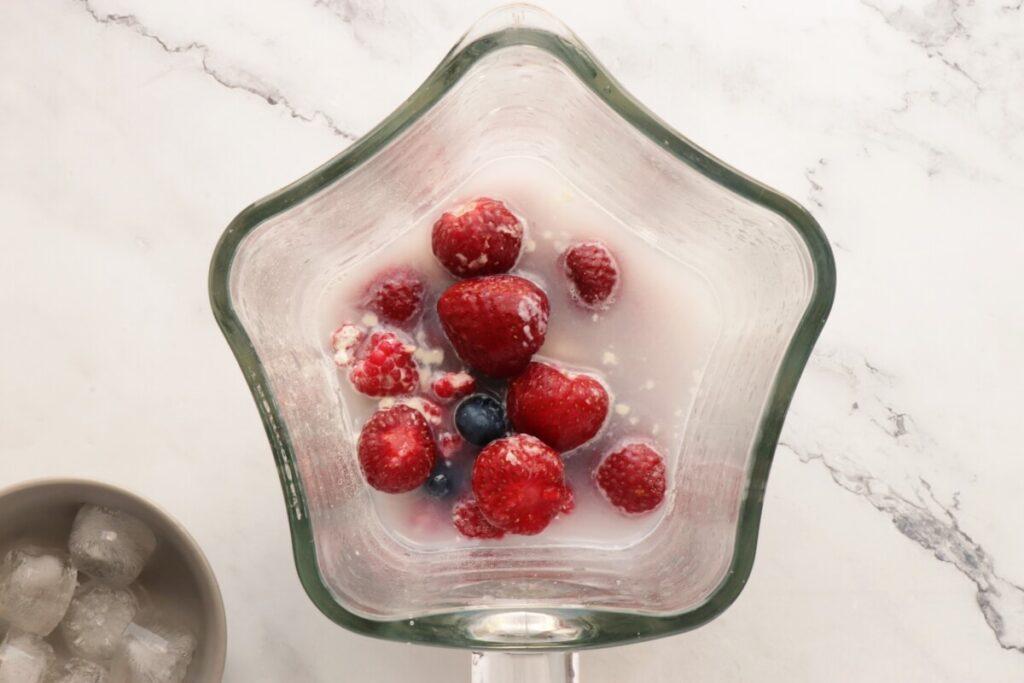 Antioxidant Berry Banana Smoothie recipe - step 1
