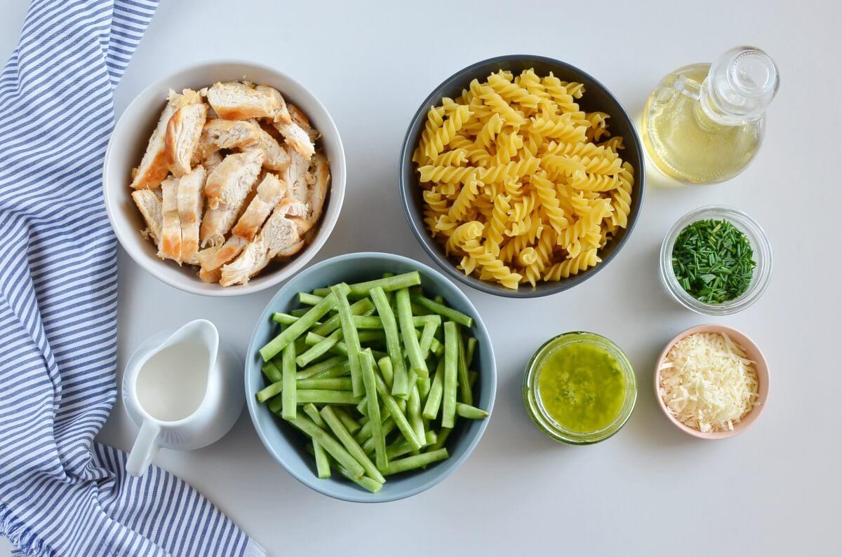 Ingridiens for Creamy Chicken & Green Bean Pesto Pasta