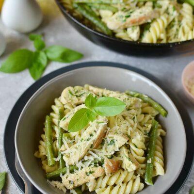 Creamy Chicken & Green Bean Pesto Pasta Recipe-How To Make Creamy Chicken & Green Bean Pesto Pasta-Delicious Creamy Chicken & Green Bean Pesto Pasta