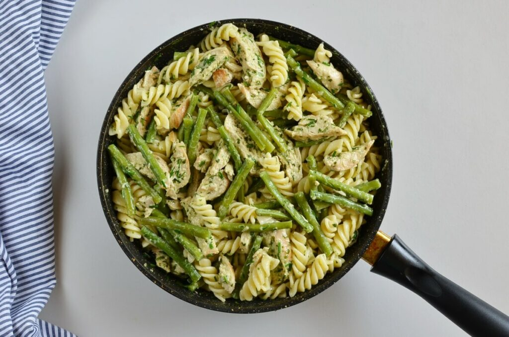Creamy Chicken & Green Bean Pesto Pasta recipe - step 7