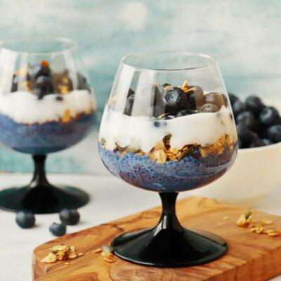 Blueberry Butterfly Pea Flower Parfait Recipe-Vegan Blueberry Parfaits-Butterfly Pea Flower Parfait
