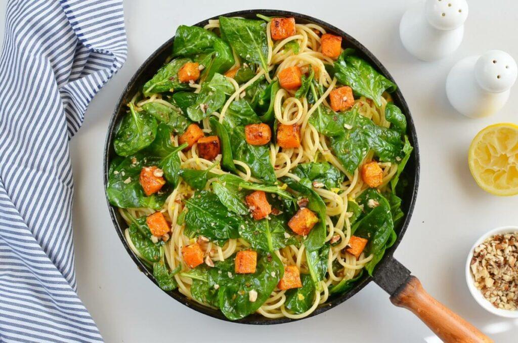 Butternut Squash, Spinach and Walnut Spaghetti recipe - step 8