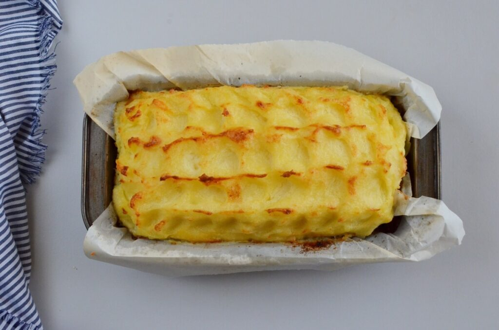 Cheesy Mash-Topped Meatloaf recipe - step 10