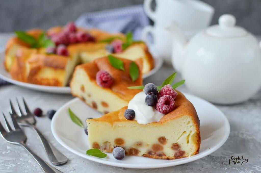 How to serve Farmer's Cheese Cake with Raisins (Zapekanka)