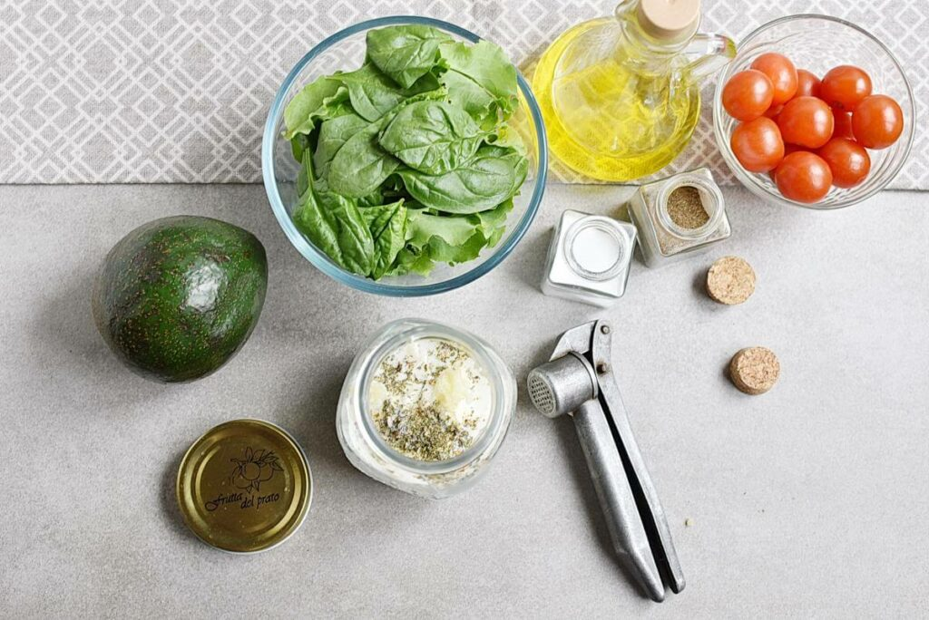 Grilled Chicken Salad with Creamy Dressing recipe - step 2