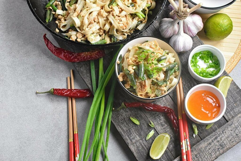 How to serve Noodles with Turkey, Green Beans and Hoisin