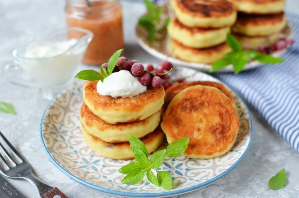 How to serve Syrniki: Ukrainian Cheese Pancakes