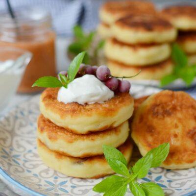 Syrniki Ukranian Cheese Pancakes Recipe-How To Make Syrniki Ukranian Cheese Pancakes-Delicious Syrniki Ukranian Cheese Pancakes