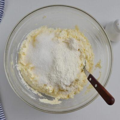 Syrniki: Ukrainian Cheese Pancakes recipe - step 2