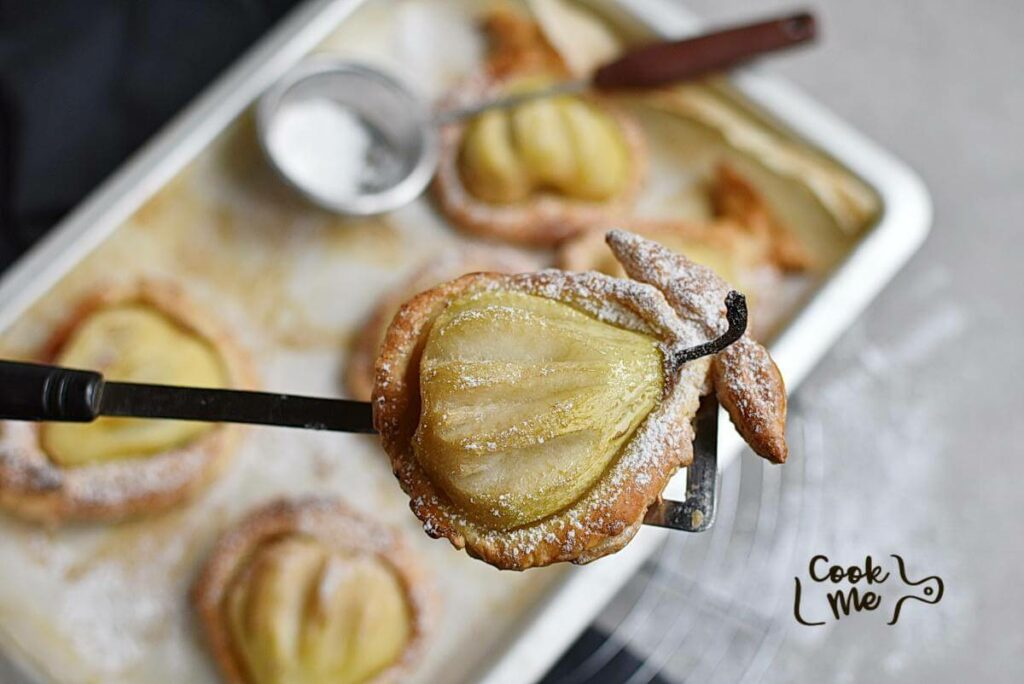 How to serve Baked Pears in Puff Pastry