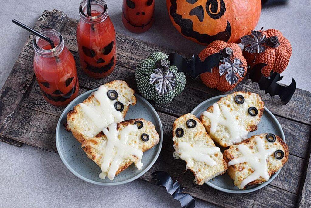 How to serve Mummified Garlic Bread