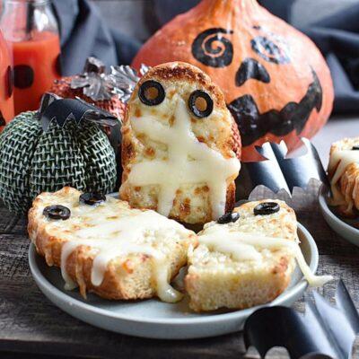 Mummified Garlic Bread Recipes– Homemade Mummified Garlic Bread–Easy Mummified Garlic Bread