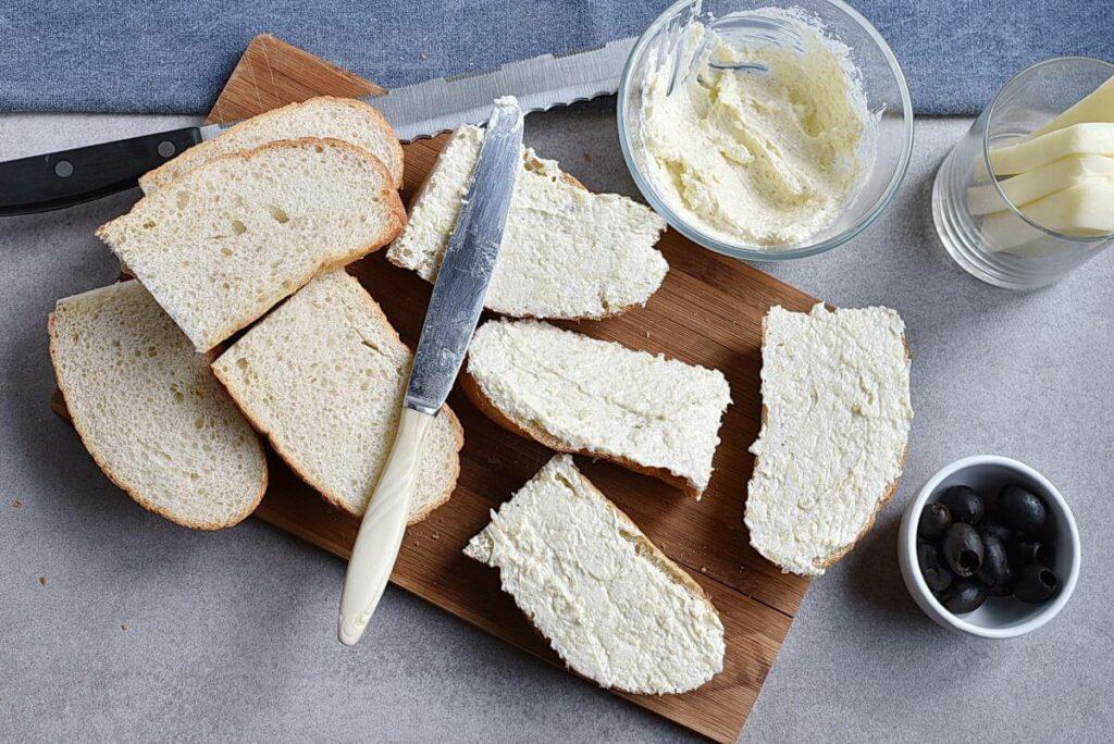 Mummified Garlic Bread recipe - step 5