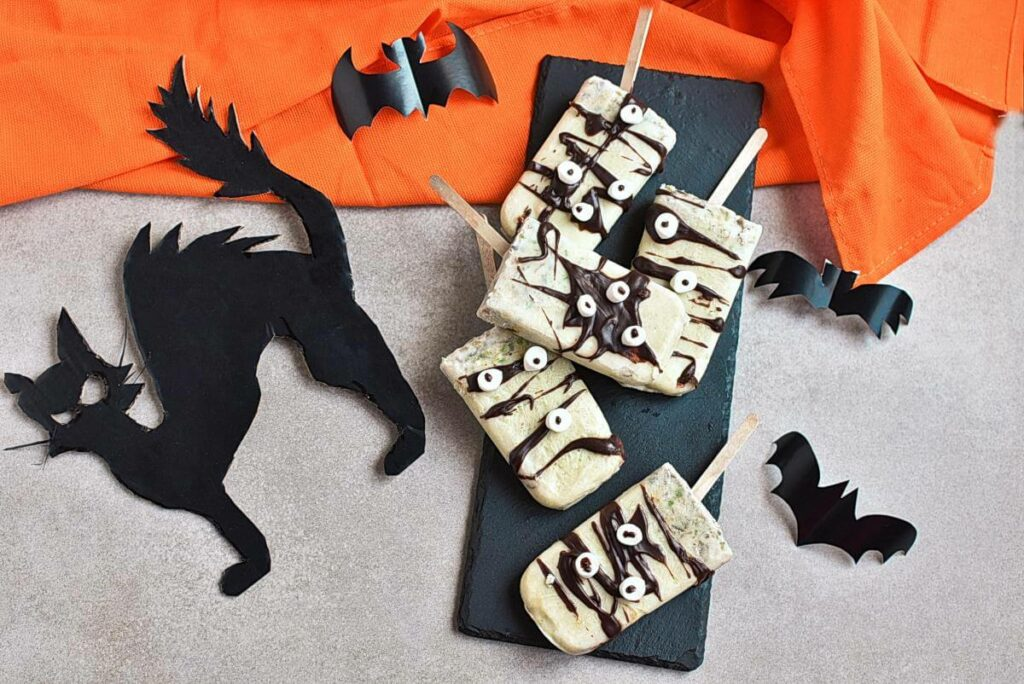How to serve Spooky Halloween Popsicles